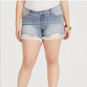 TORRID Lace Trim Stretch Denim Shorts Sz 24